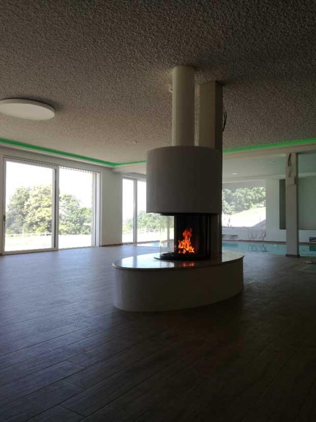 Feuertisch aus Naturstein mit Sitzbank